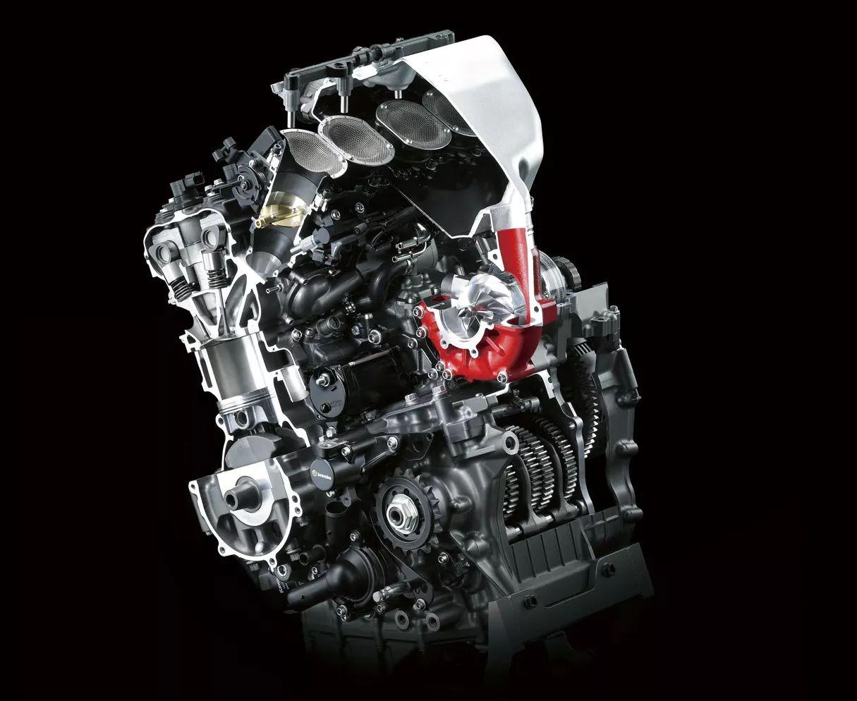 在2015年东京车展上,川崎携怪兽兄弟h2与h2r与疑似新款增压发动机