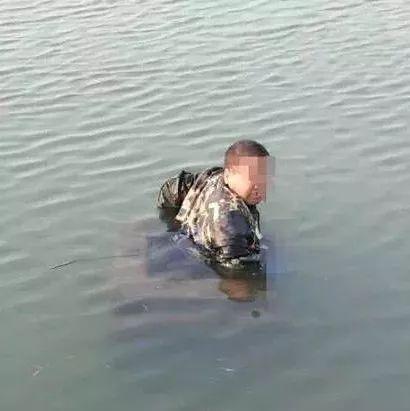 悲剧!-2℃,养殖场工人被卡鱼塘下水管5小时,最后……
