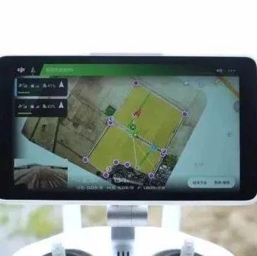 """无人机操作员月薪2万元 现代科技""""带飞""""新型农业"""